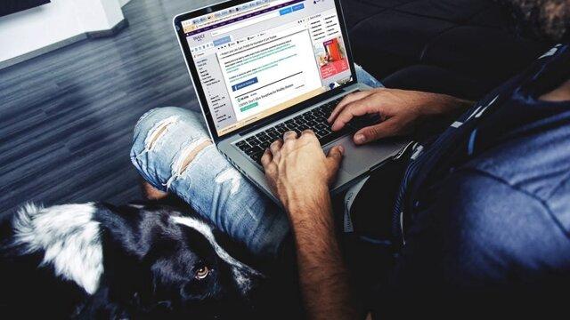 Na sociálne siete neuverejňujte pracovné emaily. Nepatrí sem tiež sťažovanie sa na zamestnávateľa a ohováranie. Nikdy neviete, kto sa ku príspevkom dostane - konkurencia ale aj samotný zamestnávateľ.