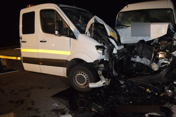 Nehoda si vyžiadala sedem zranených.