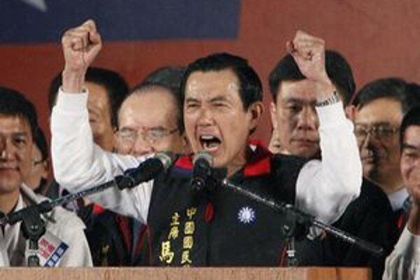 Ma Jing-ťiou oznamuje svoje volebné víťazstvo.