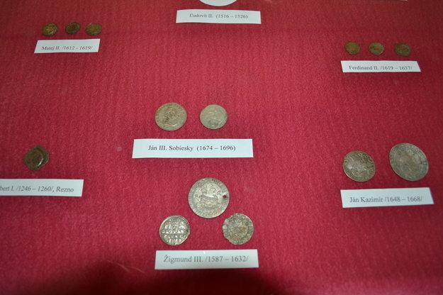 Mince. V súčasnosti je vo Vihorlatskom múzeu sprístupnená numizmatická výstava Od Keltov po euro.