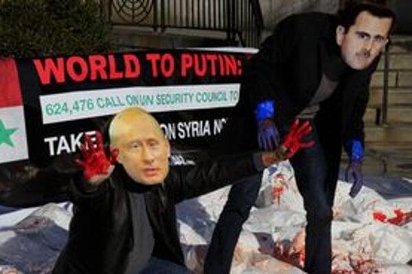 Členovia občianskej skupiny Avaaz pred budovou OSN s maskami Vladimira Putina a Bašára Asáda.