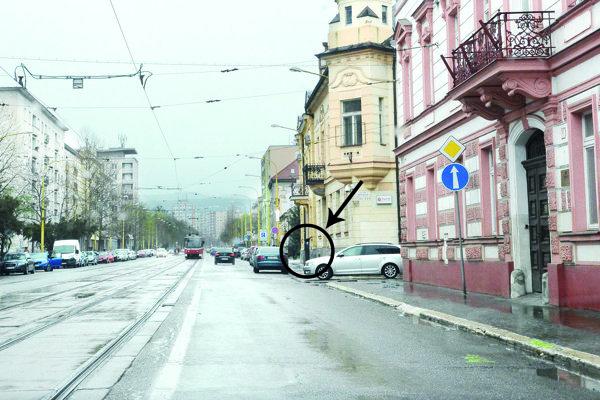 Parkovacie automaty. Pri odbočkách s Garbiarskou a Bocatiovou boli začiatkom apríla ešte na svojich miestach.