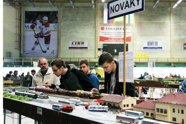 Modelári sa stretli v Prievidzi na zimnom štadióne.