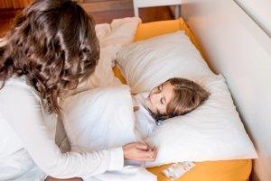 Chrípka môže spôsobiť komplikácie najmä deťom, seniorom, tehotným ženám a chronicky chorým.