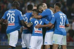 Hráči SSC Neapol sa radujú z víťazstva.