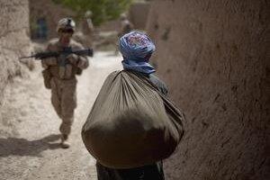 Terorista alebo nevinný Afganec? Častá dilema zahraničných vojakov.
