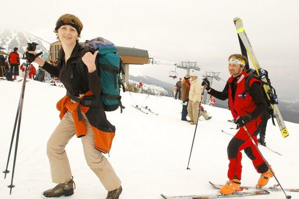 Do stredísk mieria aj lyžiari na skialpinistických lyžiach.