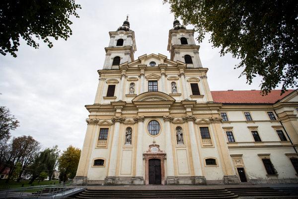 Bazilika Sedembolestnej Panny Márie v Šaštíne každoročne privíta tisícky pútnikov.
