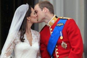 Novomanželský bozk Williama a Kate.