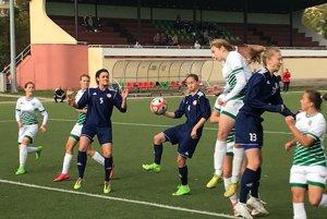 Derby. Zprevahy majstra vsúboji snováčikom rezultoval prvý gól Havranovej (pri lopte).