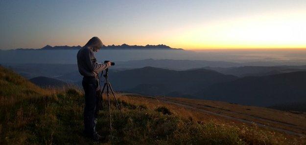 Diaľkové fotografovanie je dobrodružstvo, hovorí Dalibor Výberči. Na snímke na Kráľovej Holi.