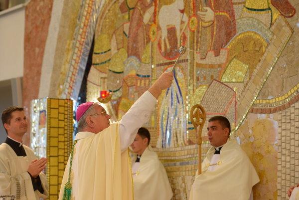Žilinský biskup posvätil novú mozaiku.