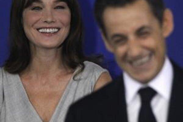 Francúzi by boli radšej, keby sa populárna prvá dáma držala viac v úzadí.