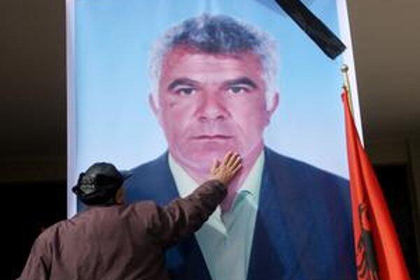 V sobotu pochovávali obete protivládnych protestov v Albánsku. Opozícia sľubuje ďalšie protesty.