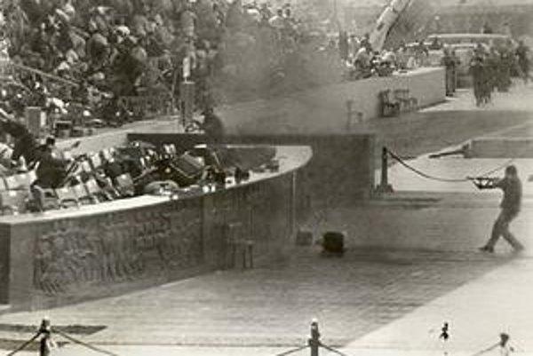 Atentát na Sadata v roku 1981. Zaútočili naňho dôstojníci jeho armády, pretože nechceli mier s Izraelom.