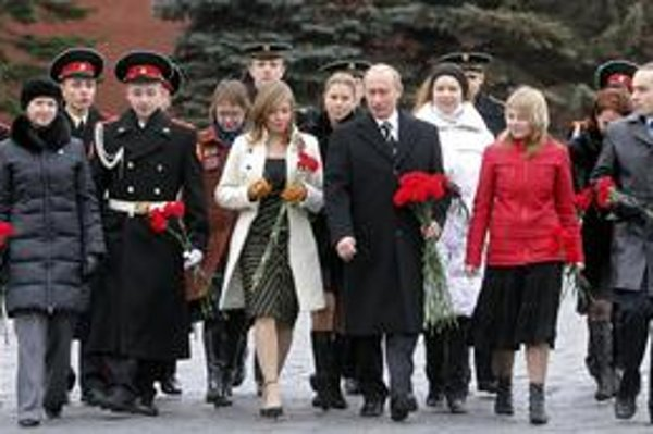 Ruský premiér Vladimir Putin má rád ženy a ruské ženy milujú  premiéra.