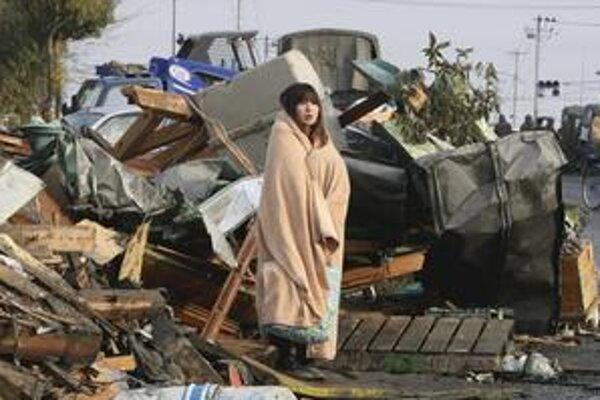 Pri zemetrasení zomreli tisíce ľudí, nezvestných sú podľa niektorých informácií až desaťtisíce. Mnohí ďalší prišli o domovy.