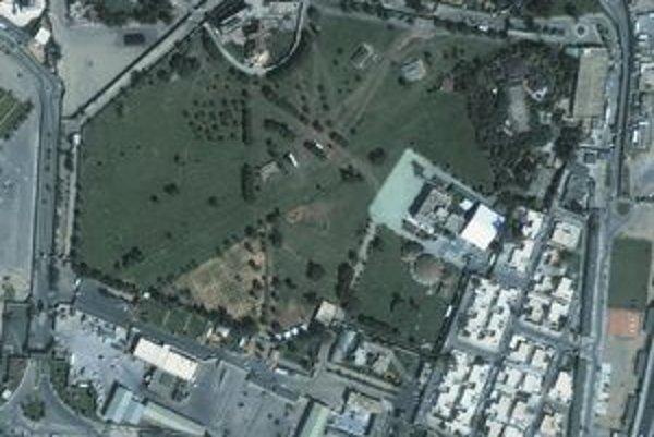 Satelitná snímka komplexu Bab Azízija, ktorý je Kaddáfího útočiskom.