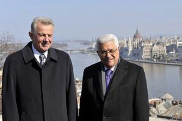 Maďarský prezident Schmitt s palestínskym náprotivkom Abbásom v Budapešti.
