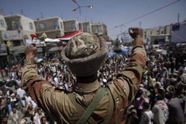 Jemenský vojak, ktorý sa pridal k demonštrantom.