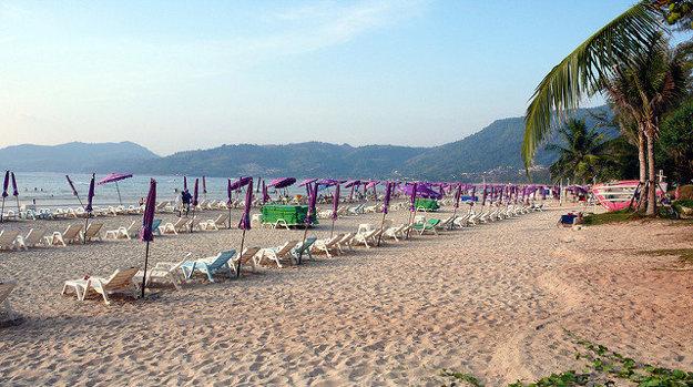 Slávna Patong Beach na ostrove Phuket.