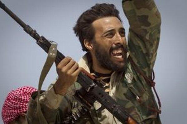 Povstalecké sily bojujú zväčša so zastaranými alebo ľahkými zbraňami.