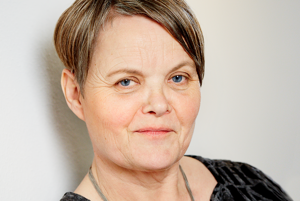 Jette Aaroe Clausen sa pôrodnej asistencii venuje od roku 1989. Bola praktikujúcou pôrodnou asistentkou a dodnes pôsobí ako lektorka pôrodnej asistencie a výskumníčka. Desať rokov bola konzultantkou dánskeho ministerstva zdravotníctva, publikuje v uznávaných medzinárodných vedeckých časopisoch vrátane databázy Cochrane. Od roku 2010 prednáša na Metropolitan University College v Kodani.