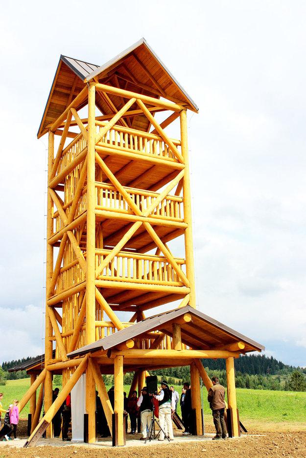 Veža sa týči do 15-metrovej výšky.