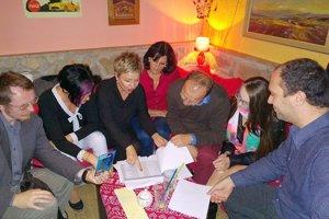 Beseda s občanmi v kaviarni Retro v Považskej Bystrici.