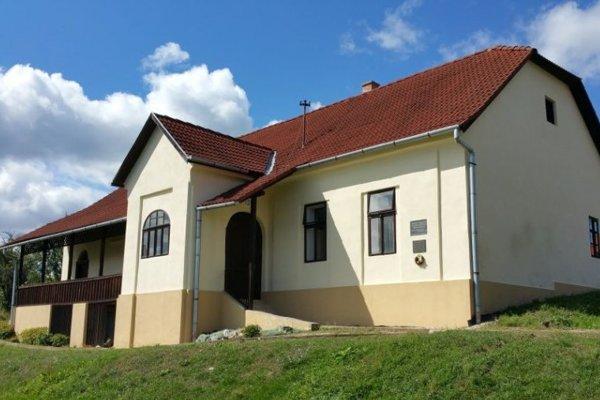 Pamätná fara v Drienčanoch, v ktorej bolo zriadené Múzeum slovenských rozrávok.