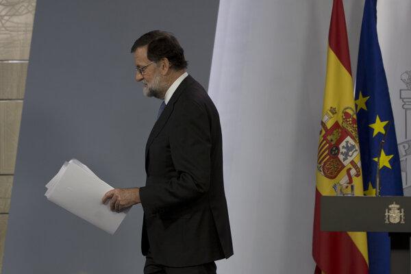Španielsky premiér Mariano Rajoy v piatok rozpustil katalánsky parlament.