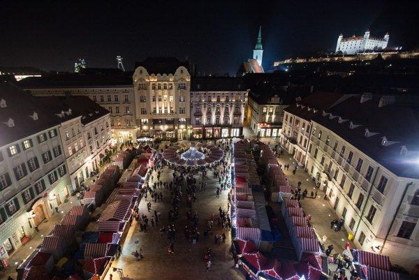 Vianočné trhy v Bratislave.