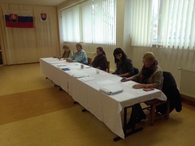 Volebná komisia v Dome Matice Slovenskej v Liptovskom Mikuláši