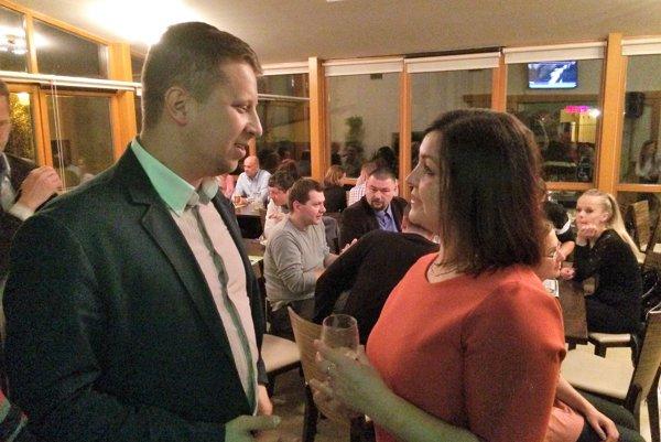 Stanislav Thomka strávi volebnú noc vo volebnom štábe Eriky Jurinovej.
