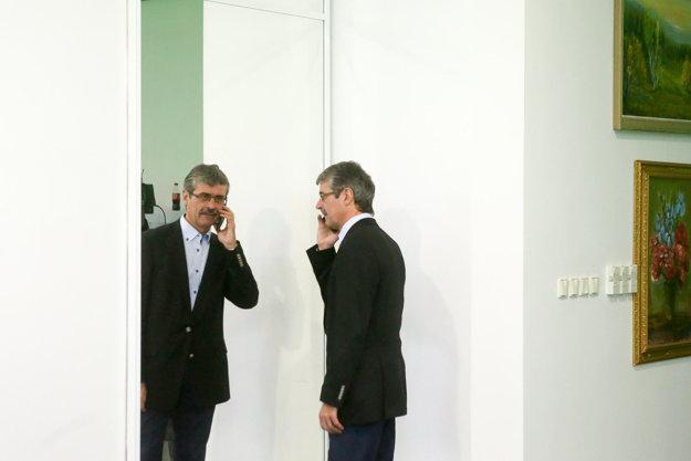 Milan Ftáčnik počas čakania na výsledky volieb.