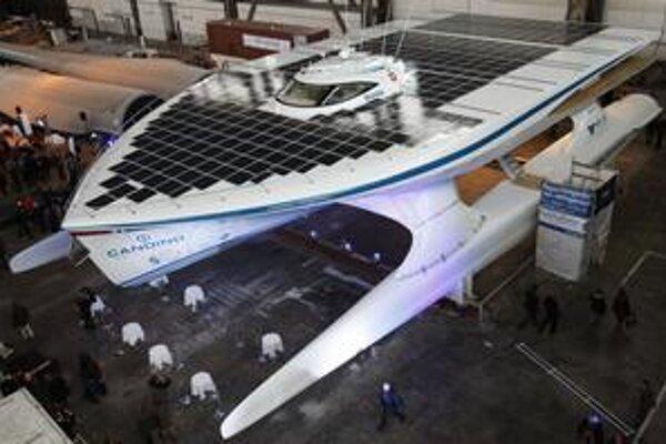 Loď na solárny pohon má byť tichá a čistá.