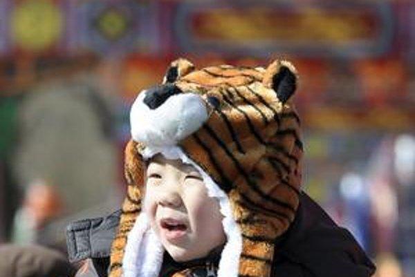 Čínski chlapci majú v súčasnosti menej kamarátok ako ich rodičia.
