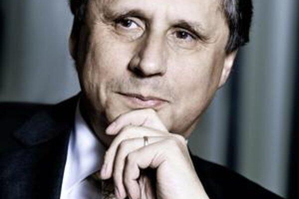 Jan Fischer (1951) sa narodil do rodiny matematických štatistikov a poistných matematikov. Štatistika zlákala aj jeho. V roku 1990 sa stal podpredsedom Federálneho štatistického úradu, v roku 2003 šéfom Českého štatistického úradu. Na starosti mal najmä p