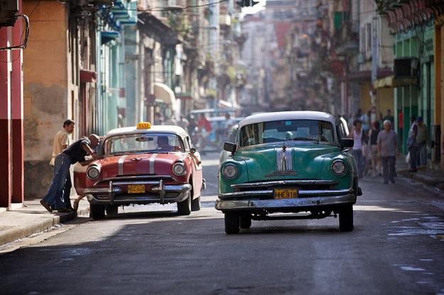 Typický obraz ulice v Havane.