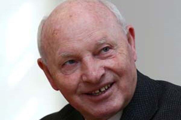 Imre Kozma (1940) - rímskokatolícky kňaz a od roku 1989 predseda maďarského Rádu maltézskych rytierov, je medzi cirkevnými a mimovládnymi organizáciami žijúcou legendou. Za kňaza ho vysvätili v roku 1963, od roku 1977 bol dvadsať rokov farárom v budapešti