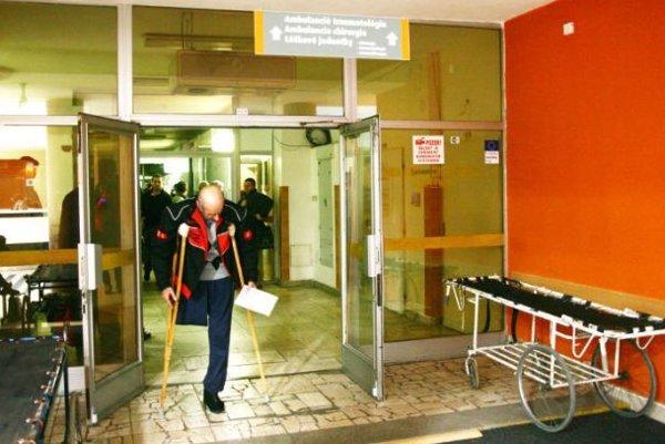 Riaditeľ nemocnice Peter Lofaj sa minulý utorok stretol sružomberskými mestskými poslancami avedením mesta. Vysvetlil situáciu vnemocnici, vyvrátil všetky nepravdivé informácie vdvojhodinovej debate. Poslanci jeho správy vpokoji akceptovali.
