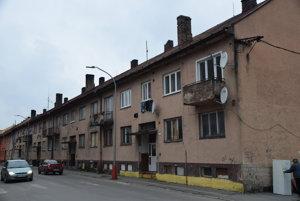 Stav bytového domu na Moyzesovej ulici je v zlom stave.