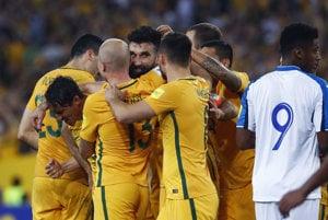 Hráči Austrálie sa radujú po jednom z gólov.