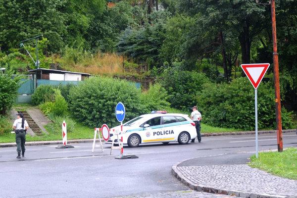 Toto je už od dnešného dňa minulosťou. Pri výjazde z Kremnice sa už nebudú autá odkláňať smerom na Skalku.