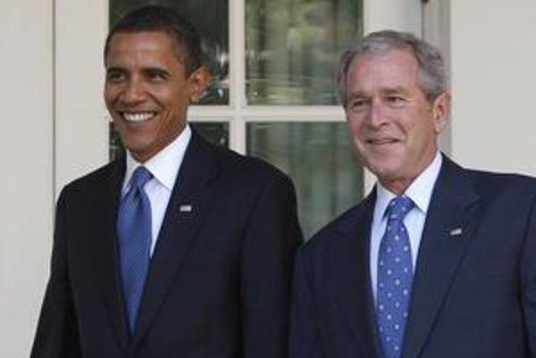 V úsmevných výrokoch zrejme Obama (vľavo) svojho predchodcu neprekoná.
