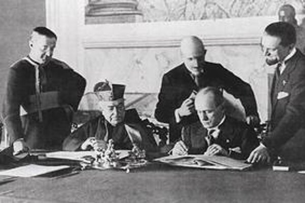 Lateránske zmluvy podpísali kardinál Pietro Gasparri a premiér Benito Mussolini.