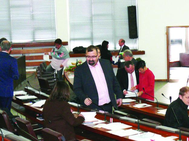 Poslanec Martin Hudec bol za to, aby sa o odmenách hlasovalo samostatne. Väčšina jeho kolegov bola proti.