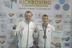 Michal Stričík (vpravo) strénerom Petrom Bonkom.