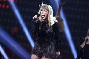Taylor Swiftová nemá veľmi výnimočný hlas, ale narába s ním obratne a šikovne.