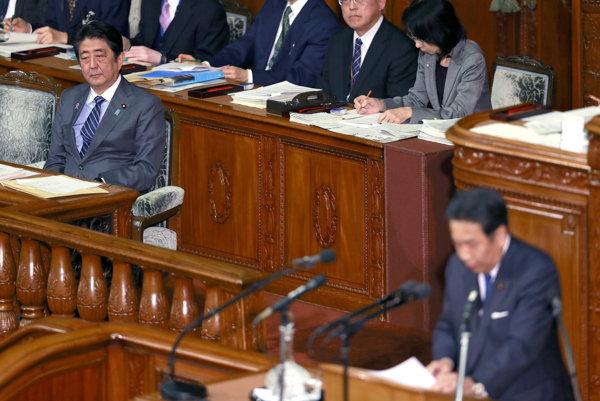 Japonská poslankyňa prišla na rokovanie s dieťaťom. Vykázali ju